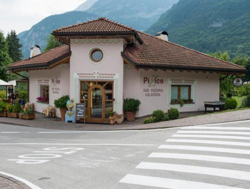 Molveno Lake Running