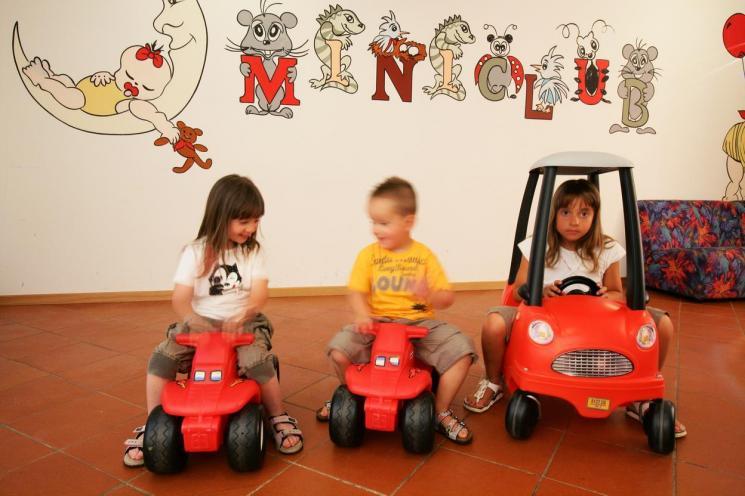 hotel_miralago_piscina_esterna,4401.jpg?WebbinsCacheCounter=1
