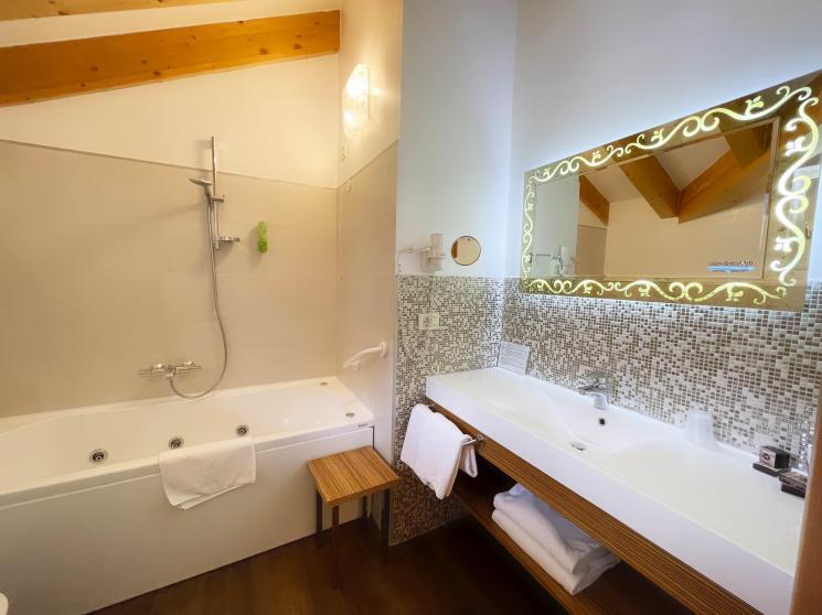 spiaggia-lago-di-molveno-per-vacanze-relax-in-trentino,5217.jpg?WebbinsCacheCounter=1